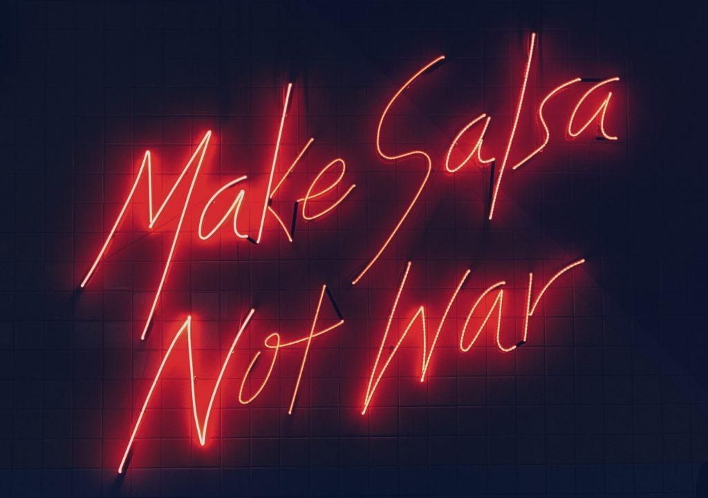 A képen salsa szósz van.